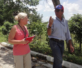 Canadian researcher talking to a Cuban colleague.
