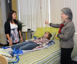Université du Québec à Trois-Rivières : professeure enseigne l'ergotherapie aux étudiantes