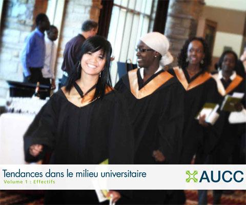 Diplômées à leur cérémonie de la remise des diplômes.